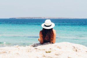 perlengkapan ke pantai, liburan ke pantai
