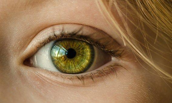 Ketahuilah Dampak Buruk Penggunaan Softlens Setiap Hari Bagi Kesehatan Mata!
